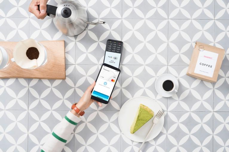 60% покоління Z вибирають кешлес і майже стільки ж в майбутньому віддадуть перевагу оплаті смартфоном з NFC