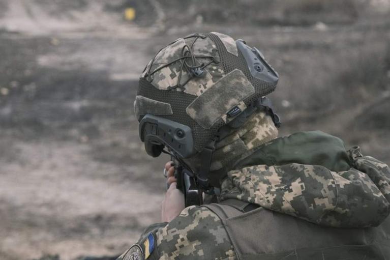 На Донбассе украинский защитник получил ранение