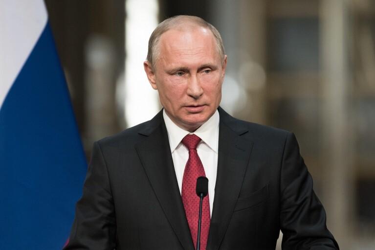 """Путин признал """"московских попов"""" в Украине служителями РПЦ"""