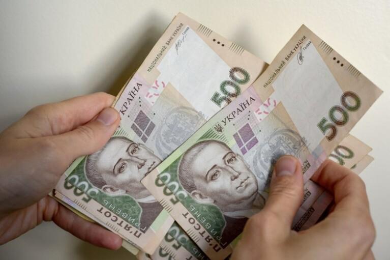 Середня зарплата в Україні за рік зросла майже на чверть, — Держстат