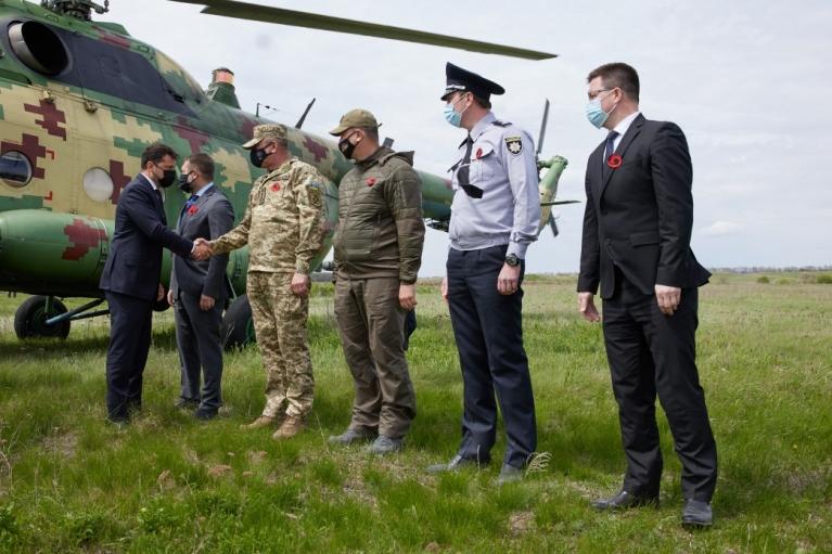 День пам'яті: Зеленський відправився з послами ЄС та G7 на Луганщину