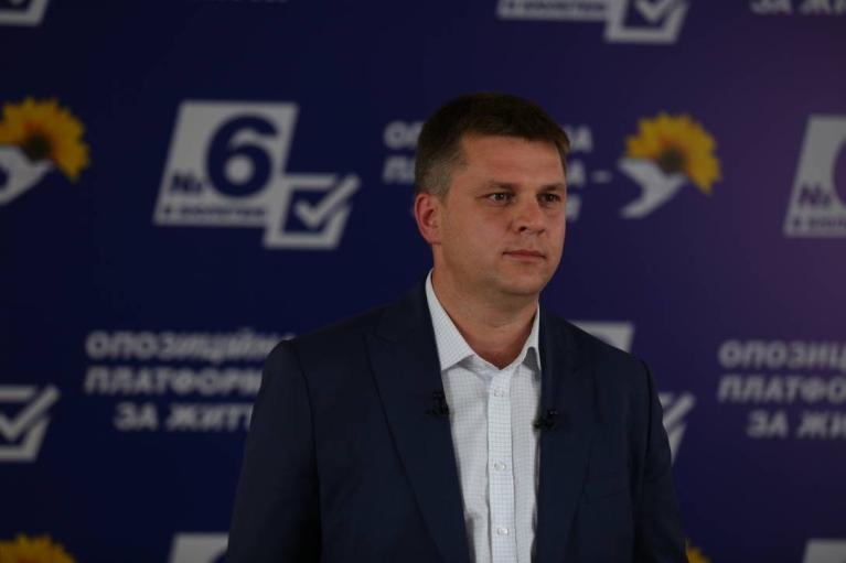 """Депутат від ОПЗЖ відзначився бордами """"Фашизм не пройде!"""" (ВІДЕО)"""