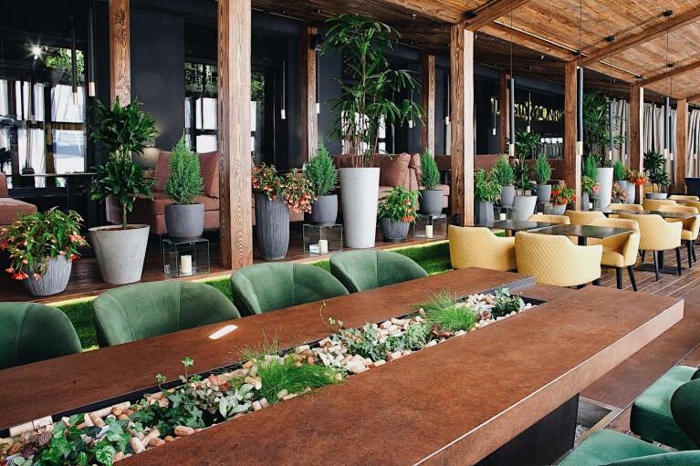 Рестораторам в Киеве разрешили установить летние площадки, а открыть — нет
