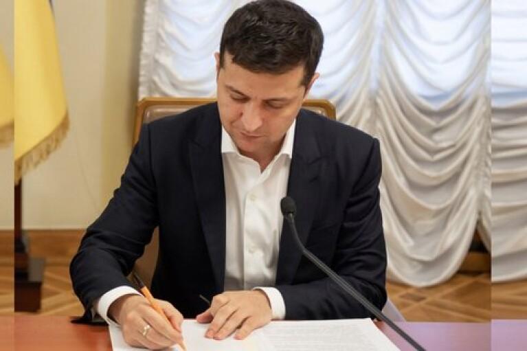 Зеленский поручил Кабмину подготовить Стратегию развития крымскотатарского языка