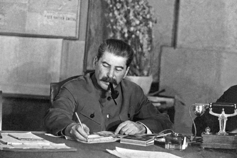 Половина украинцев согласны, что Сталин виновен в развязывании Второй мировой войны наравне с Гитлером
