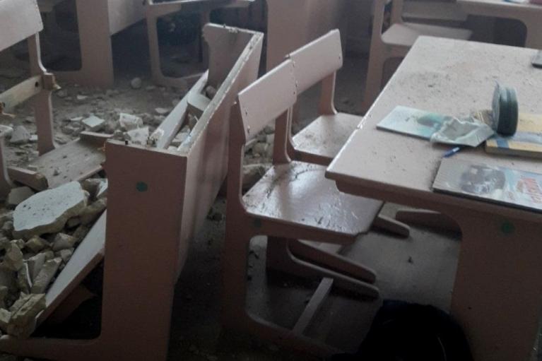 На Черниговщине в гимназии обвалился потолок — как выяснилось, уже в третий раз (ФОТО)