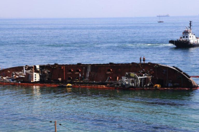 """Одеський суд визнав за державою право власності на танкер """"Delfi"""""""