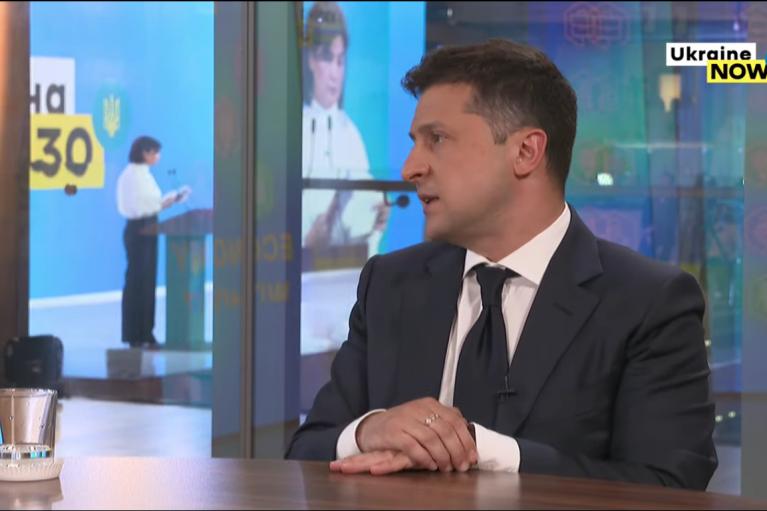Зеленський заявив, що деолігархізацію варто проводити заради бабусь у кепках ОПЗЖ