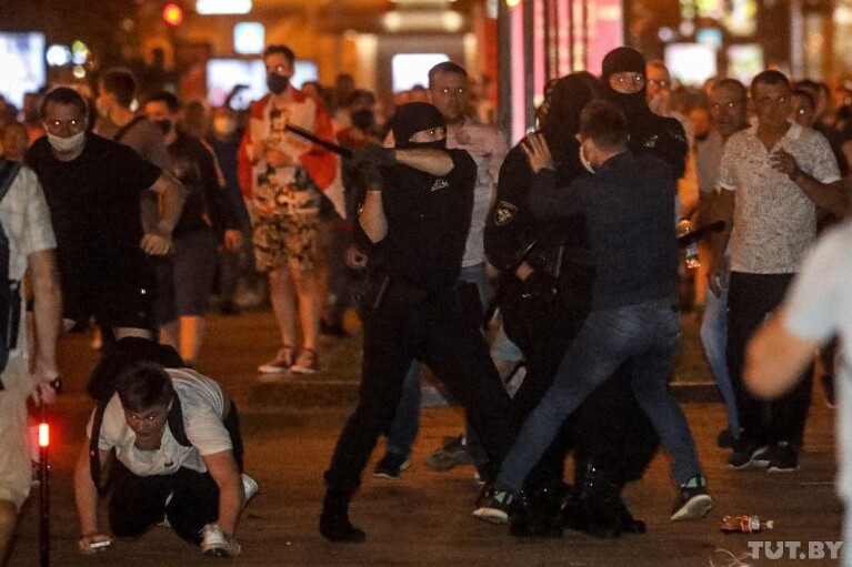 МВД Беларуси отчиталось о тысяче задержанных и десятках избитых протестующих
