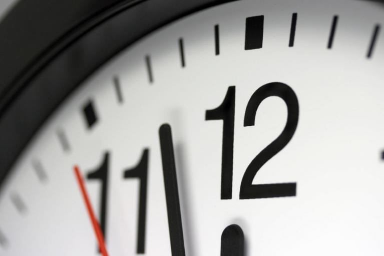 Во Франции отменили 9-месячный комендантский час
