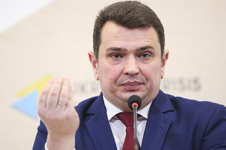 Коррупционер Сытник в июне заработал в 4 раза больше, чем премьер Шмыгаль