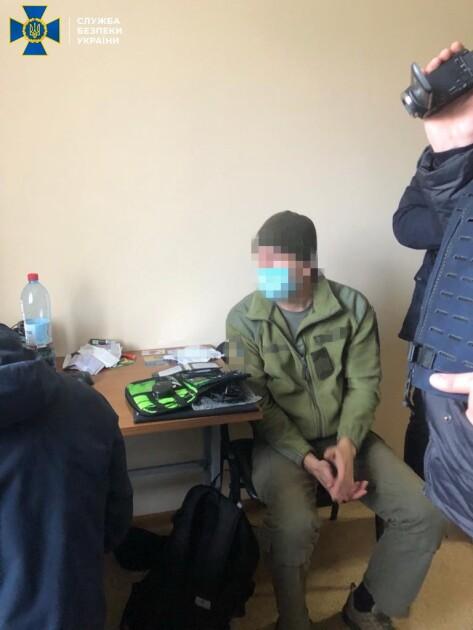 Военнослужащему грозит от 12 до 15 лет лишения свободы с конфискацией имущества