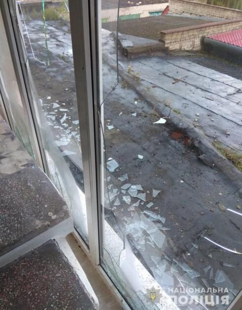 Наслідки вибуху біля готелю в Коростені