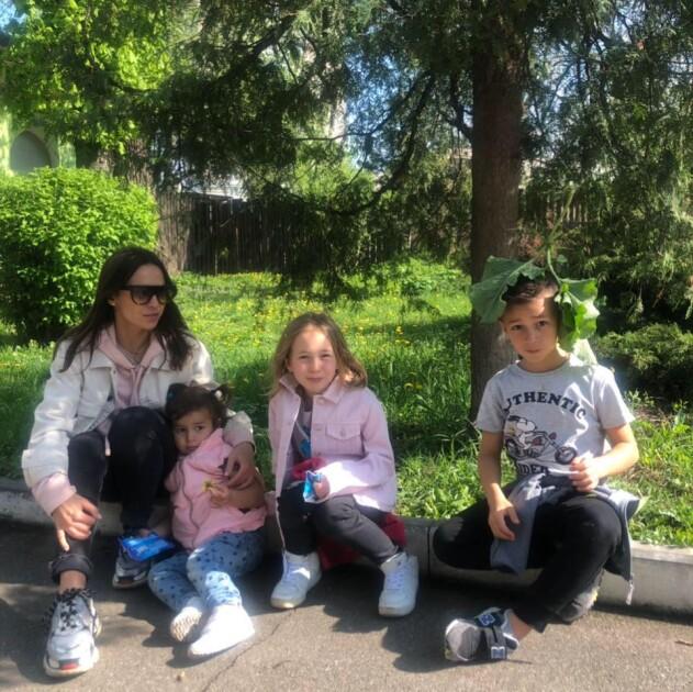 Жена Давида Арахамия Виктория с детьми