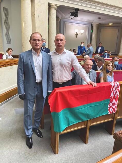 """Медведчук, Кива и """"флаг Лукашенко"""" в Верховной Раде Украины"""