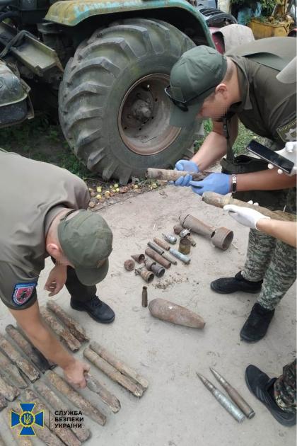 Правоохоронці знайшли майже 15 кг тротилу