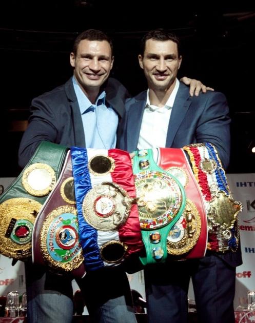 Братья Кличко с поясами чемпионов