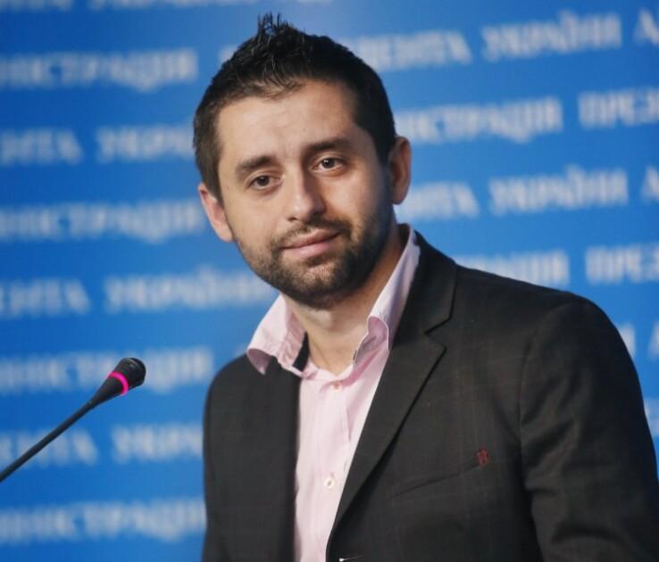 Председатель совета волонтеров при Министерстве обороны Давид Арахамия во время брифинга, в Киеве, в четверг, 2 апрелю 2015/УНИАН