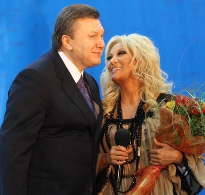 Кандидат на пост Президент України Віктор Янукович і народна артистка України Таїсія Повалій