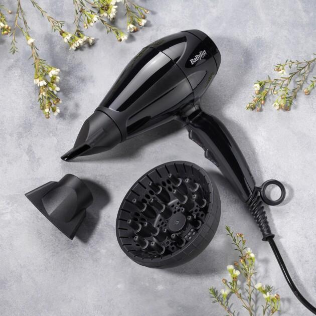 Фен Babyliss 6715DE с профессиональным мотором разгоняет воздух до скорости 170 км/ч, что позволяет экономить время на сушку волос