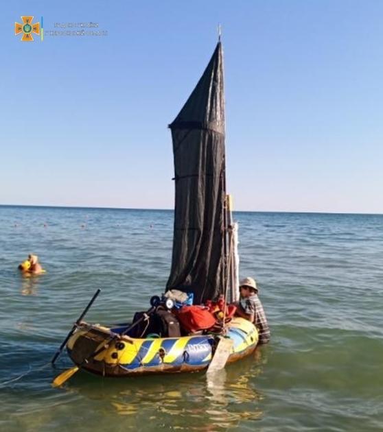 Знайшли мандрівників на відстані 6 км від берега
