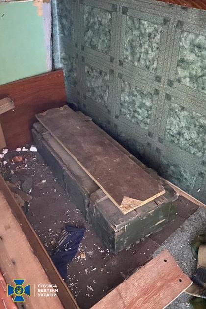 Тайник нашли в заброшенном здании