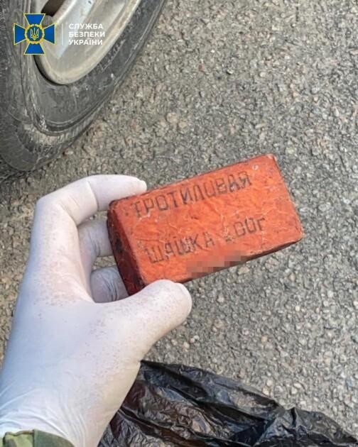 Під час обшуків знайшли дві тротилові шашки