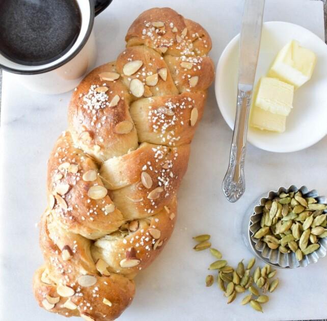 Традиционный финский сдобный хлеб-плетенка