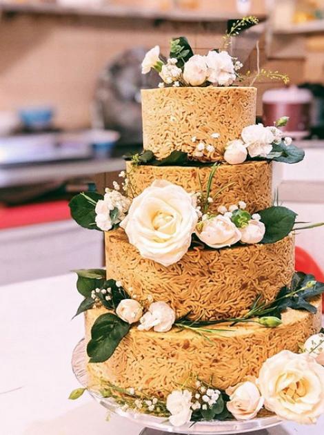 Торт из лапши – современно, креативно, зрелищно. Начинка – любая / quokkamag.com