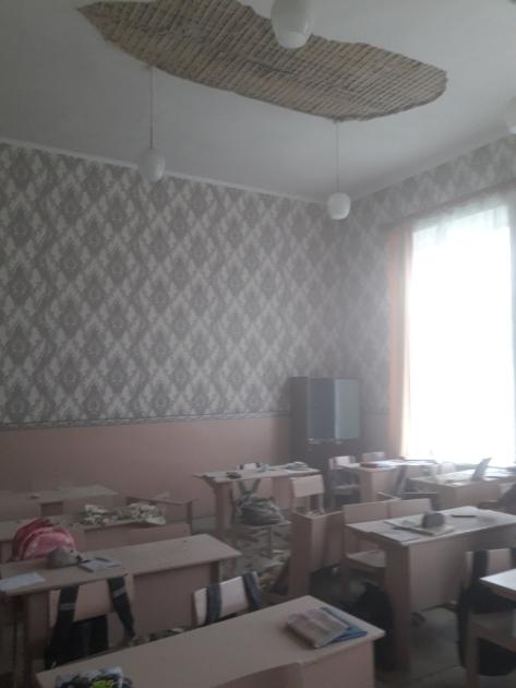 Администрация гимназии официально по поводу ремонта потолка не обращалась