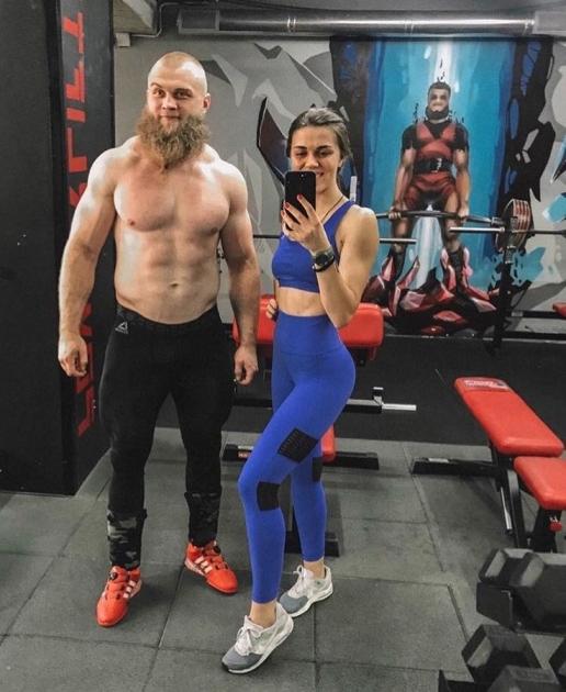 Артем Дмитрук з дружиною Анастасією в спортзалі / artem__dmytruk