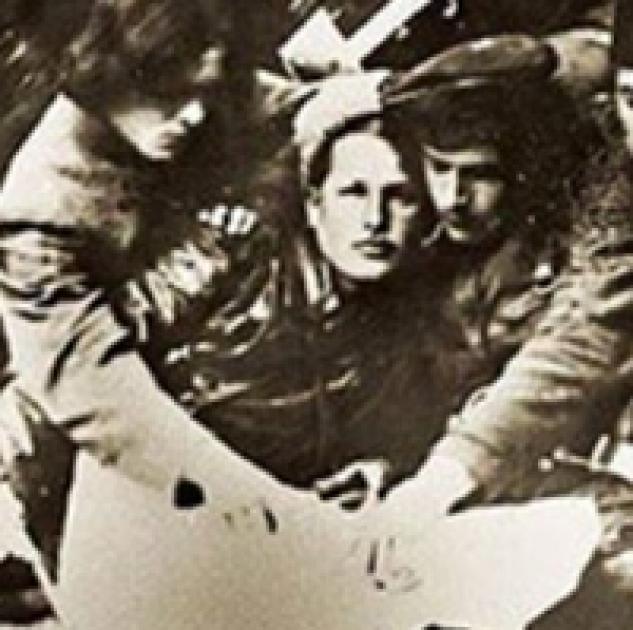 Василь Куриленко. Зліва — Нестор Махно, справа — Феодосій Щусь