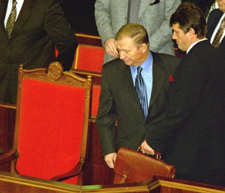 Президент Украины Леонид Кучма и премьер-министр Виктор Ющенко в зале заседаний Верховной Рады, 1999 г.