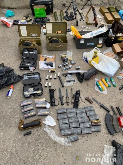 Харьковчанин хранил оружие и боеприпасы