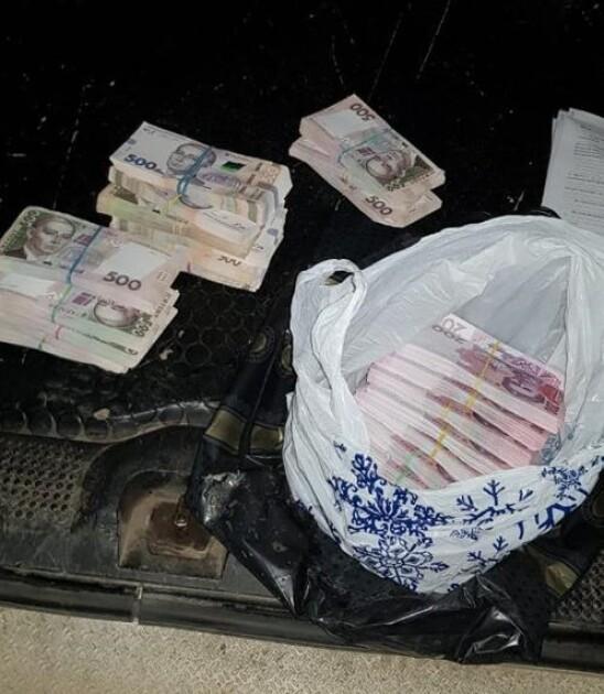 Правоохранители задокументировали факт получения взятки посредником