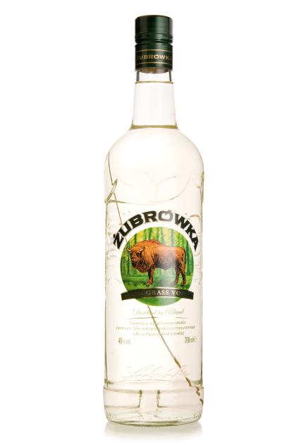 Травинка в бутылке – остроумное ноу-хау изобретателей фабричной водки на зубровке. Фактически, уже этого достаточно, чтобы напиток «имени зубра» был узнаваемым в любой бутылке