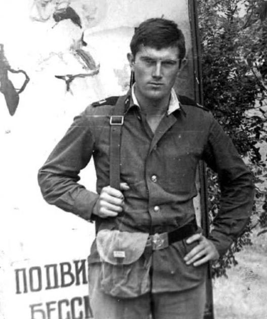 Ющенко в рядах Советской армии / соцсети