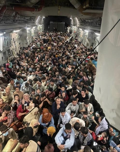 Пилоты не планировали везти такое количество людей