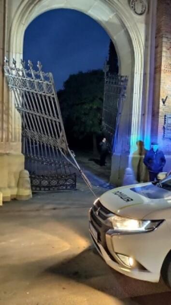 Разрушенные ворота