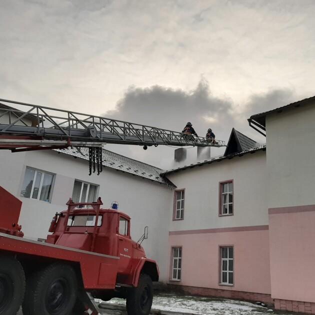 Из здания эвакуировали 37 человек
