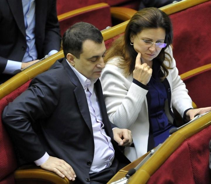 Народні депутати  Інна Богословська та її чоловік Володимир Мельниченко під час засідання Верховної Ради, 2014 р.
