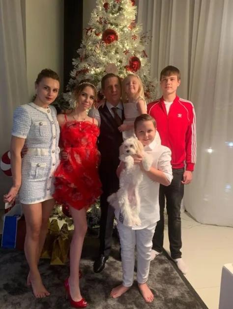 Сергей Шахов с семьей