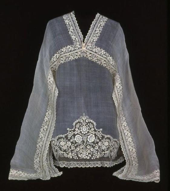 Блуза, волокно пайна, XIX век, Филиппины. Тонкая, но отлично держащая форму ананасная ткань пайна – настоящая гордость филиппинских мастеров